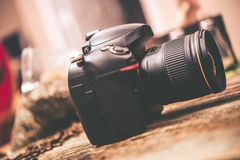 Digitale camera op lijst royalty-vrije stock foto's