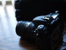 Digitale camerawijzerplaten en knoppen die op bureau zitten royalty-vrije stock foto