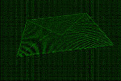 Digitale die envelop van groene binaire code wordt gemaakt Stock Foto