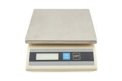 Digitale gewichtenschalen, elektronische die schalen op witte backg worden geïsoleerd Stock Foto