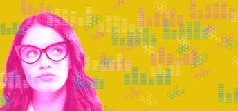 Digitale grafieken en hexagon netten met jonge onderneemster royalty-vrije stock foto