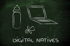 Digitale inwoners: laptop, het voeden fles en pa Royalty-vrije Stock Fotografie