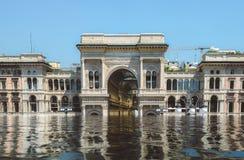 Digitale manipulatie van overstroomd Vittorio Emanuele II Galerij in Milaan, Italië stock foto's