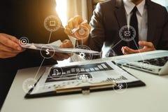 Digitale marketing media in het virtuele scherm stock fotografie