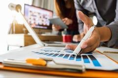 Digitale marketing media in het virtuele scherm royalty-vrije stock foto