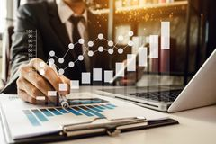 Digitale marketing media in het virtuele scherm stock afbeelding