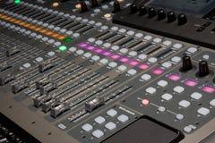 Digitale mixer in opnamestudio Royalty-vrije Stock Foto's