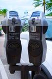 Digitale parkeermeters die creditcards goedkeuren Stock Afbeeldingen