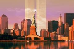 Digitale samenstelling: De horizon van New York, World Trade Center, Standbeeld van Vrijheid Royalty-vrije Stock Afbeeldingen