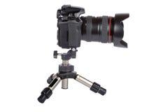 Digitale slrcamera en minidriepoot Royalty-vrije Stock Afbeeldingen