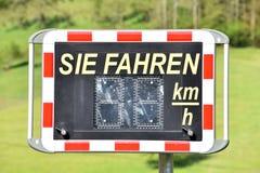 Digitale snelheidscontrole op de weg, in Duitsland royalty-vrije stock afbeeldingen