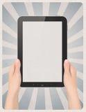 Digitale tablet in handen op retro achtergrond Stock Foto's