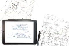 Digitale tablet met blauwdrukplannen Stock Afbeeldingen