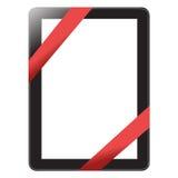 Digitale tablet met rode die lintgift op wh wordt geïsoleerd Royalty-vrije Stock Afbeelding
