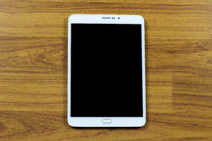 Digitale tablet op bureaulijst stock afbeeldingen