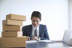 Digitales on-line des Geschäfts ist Kleinbetrieb, den ein neues gründen Lizenzfreies Stockfoto