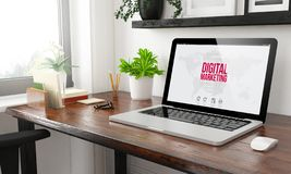 digitales Marketing des Büros des Laptops zu Hause stockbilder