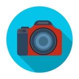 Digitalkameraikone in der flachen Art lokalisiert auf weißem Hintergrund Rest- und Reisesymbolvorratvektorillustration Stockfoto