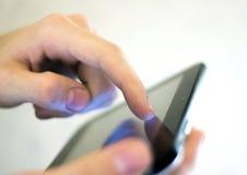 digitalt trycka på för tablet Royaltyfria Bilder
