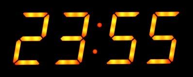 Digitaluhrerscheinen fünf Minuten bis zwölf Stockfotos