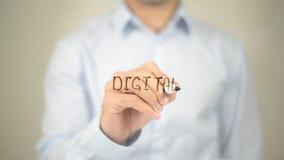 Digitas, escrita do homem na tela transparente Imagens de Stock Royalty Free