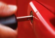 Digiti l'automobile rossa Fotografie Stock
