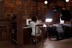 Digitization av den unika samlingen av det vetenskapliga arkivet av det St Petersburg universitetet Royaltyfri Foto