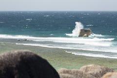 Брызгать волну, Ла Digue, Сейшельские островы Стоковое Изображение