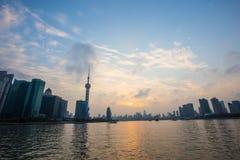 Digue de Changhaï au coucher du soleil Photos stock