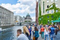 Dijk die Berlin Cathedral overzien - de grootste Protestantse kerk in Duitsland Royalty-vrije Stock Fotografie