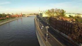 Dijk van de rivier van Moskou dichtbij het Kremlin stock videobeelden