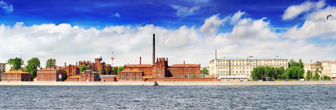 Dijk van de rivier van Neva in St. Petersburg Royalty-vrije Stock Fotografie