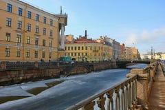 Dijk van het Griboedova-kanaal Rusland, heilige-Petersburg, 12 Maart 2017 Royalty-vrije Stock Fotografie