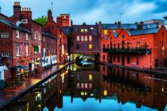 Dijken tijdens de regen in de avond in beroemd Birmingham royalty-vrije stock afbeeldingen