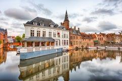 Dijver kanal i Bruges, Belgien Royaltyfri Foto