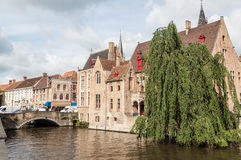 Dijver kanal i Bruges Belgien Royaltyfria Foton