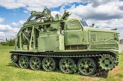 Dike-gräva medlet som baseras på traktoren ATS-59 Arkivbilder