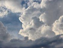 Dikke, zware wolken Royalty-vrije Stock Afbeelding