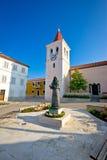 Diklo kwadratowy i kościelny widok Zdjęcie Royalty Free