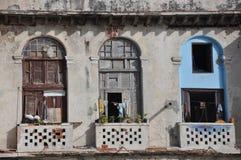 Dilapidated балконы в Гавана, Куба стоковые изображения rf