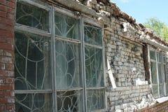Dilapidated a abandonné l'immeuble de brique photo libre de droits