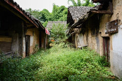 Dilapidated ancient Chinese houses with weedy yard in ruins Stock Photography