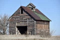 Dilapidated Drive-Through Corn Crib. This is a Winter picture of a dilapidated drive-through corn Crib located on an abandoned family farm in Dwight, Illinois in Stock Photos