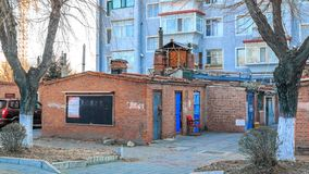 Dilapidated gebouwen dichtbij het centrum van de noordelijke Chinese stad van Hunchun, Jilin-Provincie, de Prefectuur van Korea Y stock foto