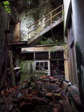 Dilapidated Huisbinnenland stock foto's
