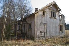 Dilapidated hus. Arkivbild