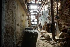 Dilapidated industrieel binnenland stock foto's