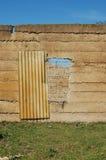 dilapidated ingång Arkivfoto