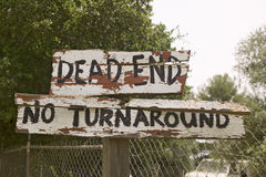 Dilapidated sign reads Dead end, no turnaround, Ojai, CA Stock Images