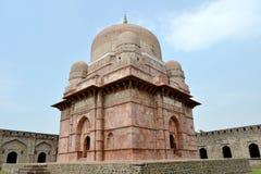 Dilawar Khans mausoleum Arkivbilder